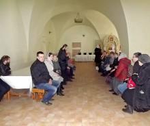 В монастырской трапезной